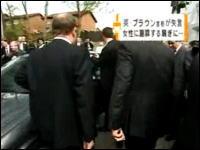 ブラウン首相アホすぎワロタwwピンマイクを外し忘れて本音が録音されて大騒ぎw