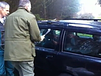 ボルボのガラスが強すぎて困る。車の窓ってこんなに割れないものなのか?