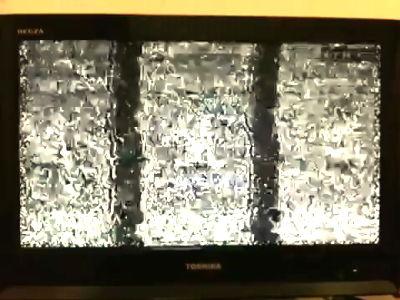 25日午前0時アナログ波停波の瞬間映像。テレビ画面が「イ」になるんじゃなかったの?w