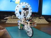 新しい形のバランスロボット。スターゲイトの反動トルクで転ばない二輪車。