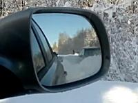 雪国でトレーラーが立ち往生するなかアウディーが高性能すぎて強えー。