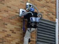 吸引力の変わらないただ一つの秘密道具。垂直壁のぼり機のデモビデオ。