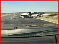 一瞬で4人の命が奪われた悲惨な事故の瞬間。アウディvsラーダ(ロシア)