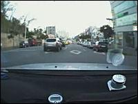 ドラレコ動画。危ない⇒クラクション⇒パッシング⇒追い越そうとする⇒事故る