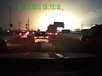 ドライブレコーダー車載動画。ロシアの変電所が爆発して辺り一帯が停電に。