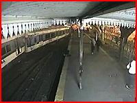 11名が死亡。電車がバスと衝突⇒そのままホームの別の電車と正面衝突。