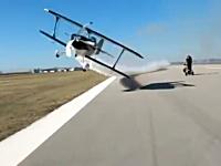 これは叫んで正解www時速320キロで飛ぶ飛行機が60センチ先をかすめ飛ぶデンジャラス映像。