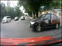 おそロシアすぎる。邪魔な左折車にクラクションを鳴らしたら鉄砲で撃たれた。
