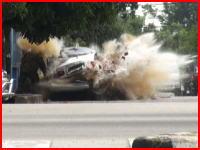 車に仕掛けられた爆発物を取り外す作業中に爆弾が爆発。作業員が・・・。