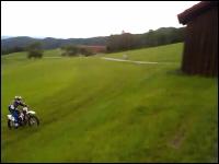 オフ車楽しそう!丘を駆け上がり大ジャンプでどーん!飛びすぎワロタwww
