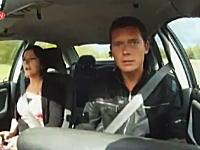 反射神経チェック。テレビ番組撮影中に車が暴走してキャーー!踏み間違い