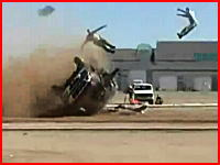 事故の衝撃で車外に投げ出され全身を強く打って死亡。的なクラッシュテスト