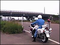 意外な所で待ち伏せしている速度取締りの白バイさん動画。新潟県警察。