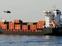 ソマリアの海賊からドイツの商船を奪還せよ!オランダ海軍によるリアル映像