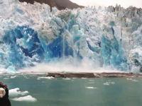 氷河崩壊ツアー。見学場所が近すぎて氷河の破片に襲われるフネフネ動画
