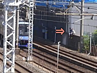 あわや大惨事。東武東上線の線路に少年たちが侵入して電車が緊急停止。
