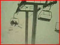 スキーのリフトに乗っていたら信じられない強風にさらされたでござる。助けて