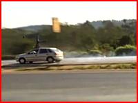 一瞬動画。死亡事故の瞬間。自転車の男性が高速の車にはねられて・・・。