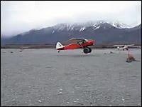 数メートルの距離で離陸できる飛行機。これならヘリポートでも離着陸できる
