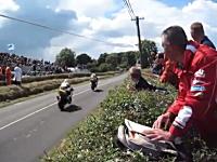 やっぱり公道でレースする奴らは狂っとる(@_@;)バイクで爆速㌧㌦動画。