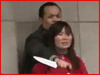 【中国】包丁を持って人質を取る銀行強盗vs警察。一瞬の隙をついて救出