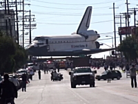 動画キテタ。スペースシャトルを陸送するのはこんなにも大変!というビデオ。