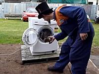 荒ぶる乾燥機2013年最新版。飛び出たドラムがどっか行くのがシュールww