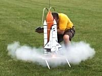 1/70スペースシャトルのラジコンが出来た。さっそく打ち上げてみましょう。