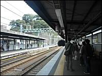 京急電鉄がやらかした動画。汐入駅のアナウンスがアニメでドン引き動画。