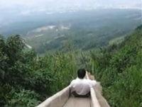 中国の全長1580メートルある滑り台で4人が死亡する事故が発生していた。