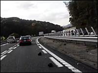 中国道でフェラーリ6台を含む24台の車が絡む事故の現場の映像がキテタヨ