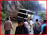 ドライバーが死亡した死の道路バス転落事故で別の人が撮影した動画があった