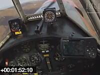 軽飛行機がエンジン故障で不時着するまでの一部始終をコクピットカメラから