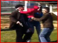 銃社会恐ろしす。家族の揉め事で孫を肩に乗せながら銃を発砲する爺さん