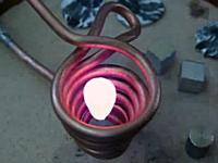 磁場で対象物を浮かせて溶かす浮遊溶融炉という物があるらしい動画。実験