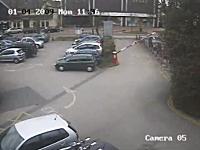 これは酷いwww駐車場のゲートが余りにも酷いwwwという監視カメラの映像