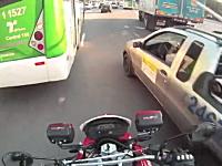 緊急時にいち早く現場に急行するサンパウロのバイク消防隊のお仕事拝見