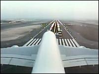 機内から自分の飛行機が見れる!?エアバスA380の尾翼カメラからの映像