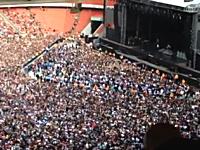 グリーン・デイのコンサートで会場に流れたボヘミアン・ラプソディで大合唱。