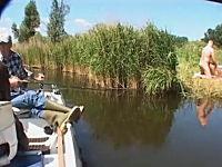 のんびり魚釣りをしていたら凄い場面に遭遇してしまった動画。ポルノ撮影?