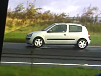あっぶねえ(@_@;)高速道路を延々を逆走しているクルマを撮影したビデオ。