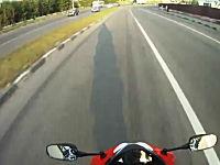 よく転倒しなかったな。というバイクの車載動画。これはギリギリあぶねえ。