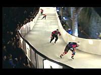 氷上のバトルロイヤル。レッドブルのクラッシュドアイスが熱い。アイススケート