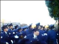 新宿中央公園で在特会、主権会、中国人関係者、警察官が入り乱れての大乱闘w