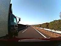 殺人トラック。高速道路で大型トラックが追い抜きで酷い幅寄せしてきたあ!