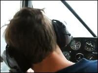 これは極悪なイタズラ。信頼して命を預けているパイロットが失神してしまったら?w
