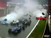 F1史上最大の多重クラッシュ!22台中16台が走行不能!