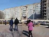 イエガス爆発イエガス爆発イエガス爆発。ロシアでイエガス爆発でイエ崩壊。