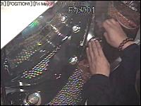 ゴト師現行犯逮捕の瞬間。ピアノ線ゴト。メダルサンドゴト。店内カメラ映像