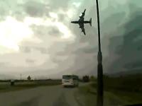アフガンで民間のボーイング747が墜落する瞬間の凄い映像がアップされる。